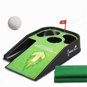 Yhjklm Jeu de Balle de Golf Kids Golf Set – Mini Tapis de Golf intérieur et extérieur pour Enfants – 1 Club de Golf, 1 Balle de Golf, Golf Vert Jouets éducatifs